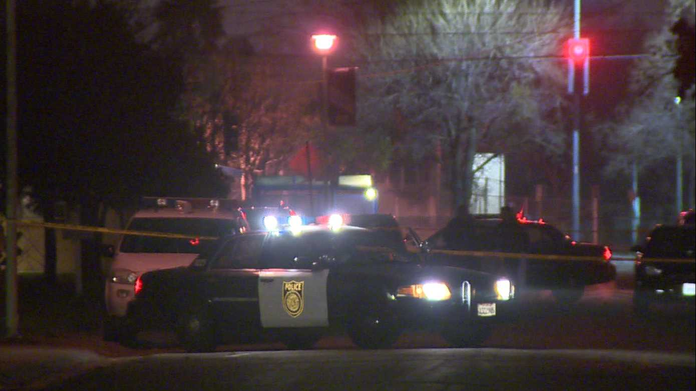 Sacramento police investigate a homicide in south Sacramento on Wallace Avenue on Saturday, Jan. 14, 2017.