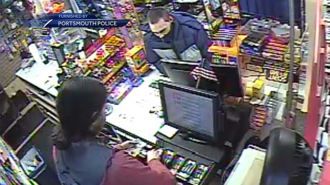 Portsmouth police seek convenience store robber