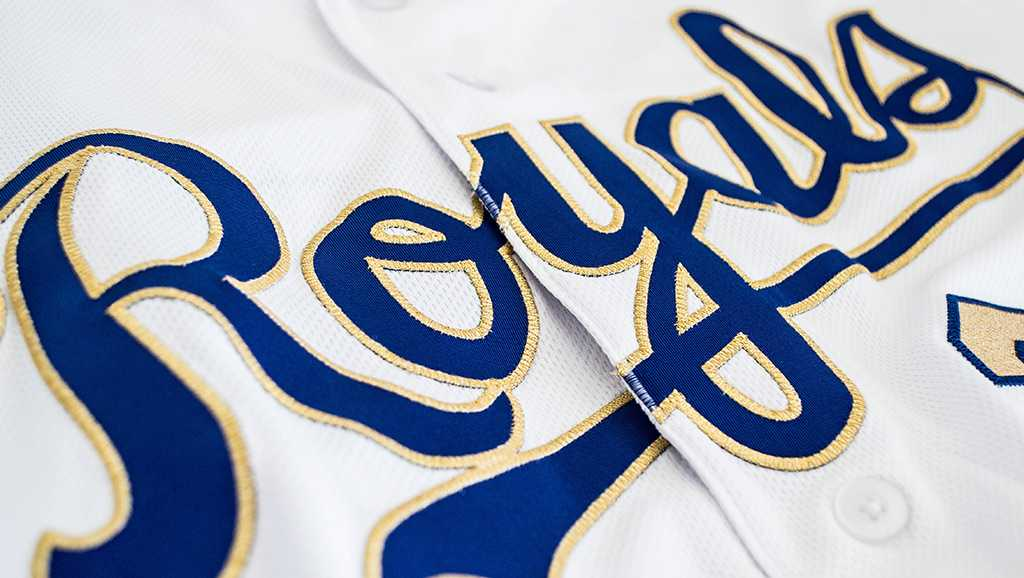 Royals revised gold threads for 2017