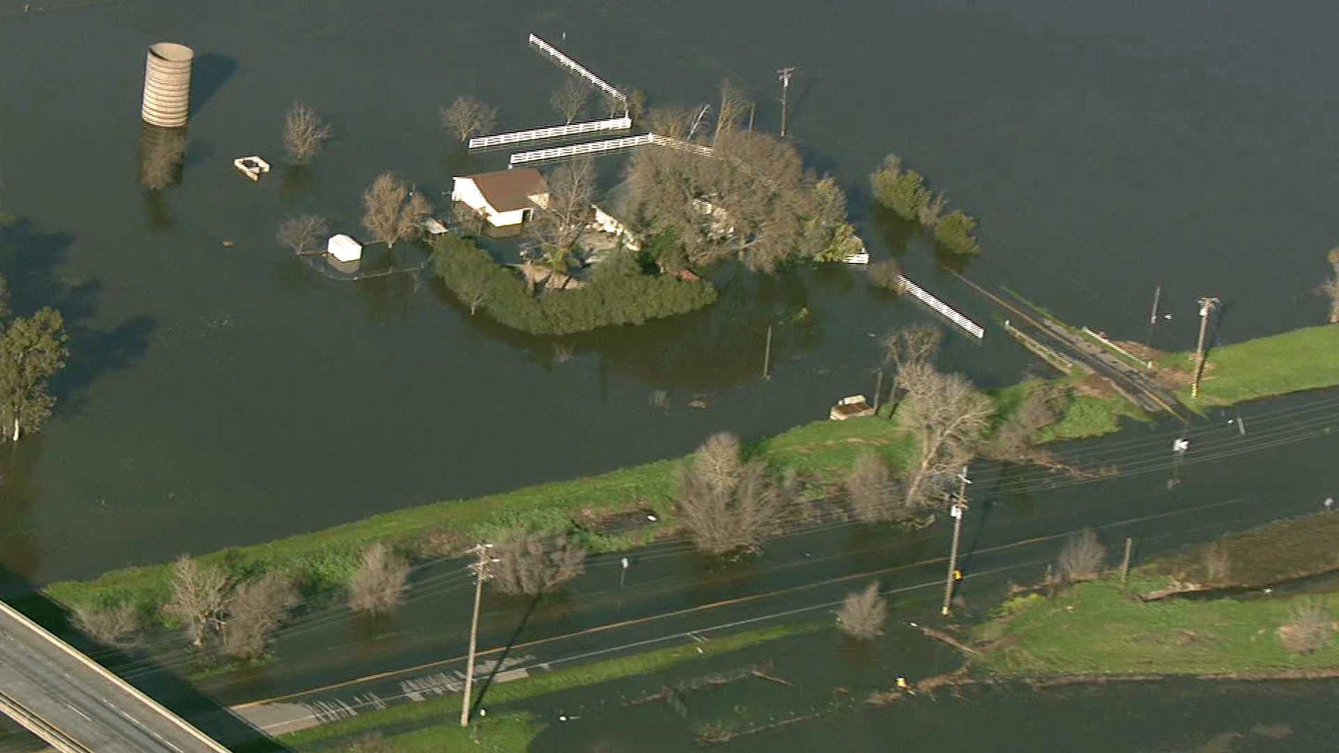 Aerial video from LiveCopter 3 shows flooding in southern Sacramento County on Sunday, Feb. 12, 2017.