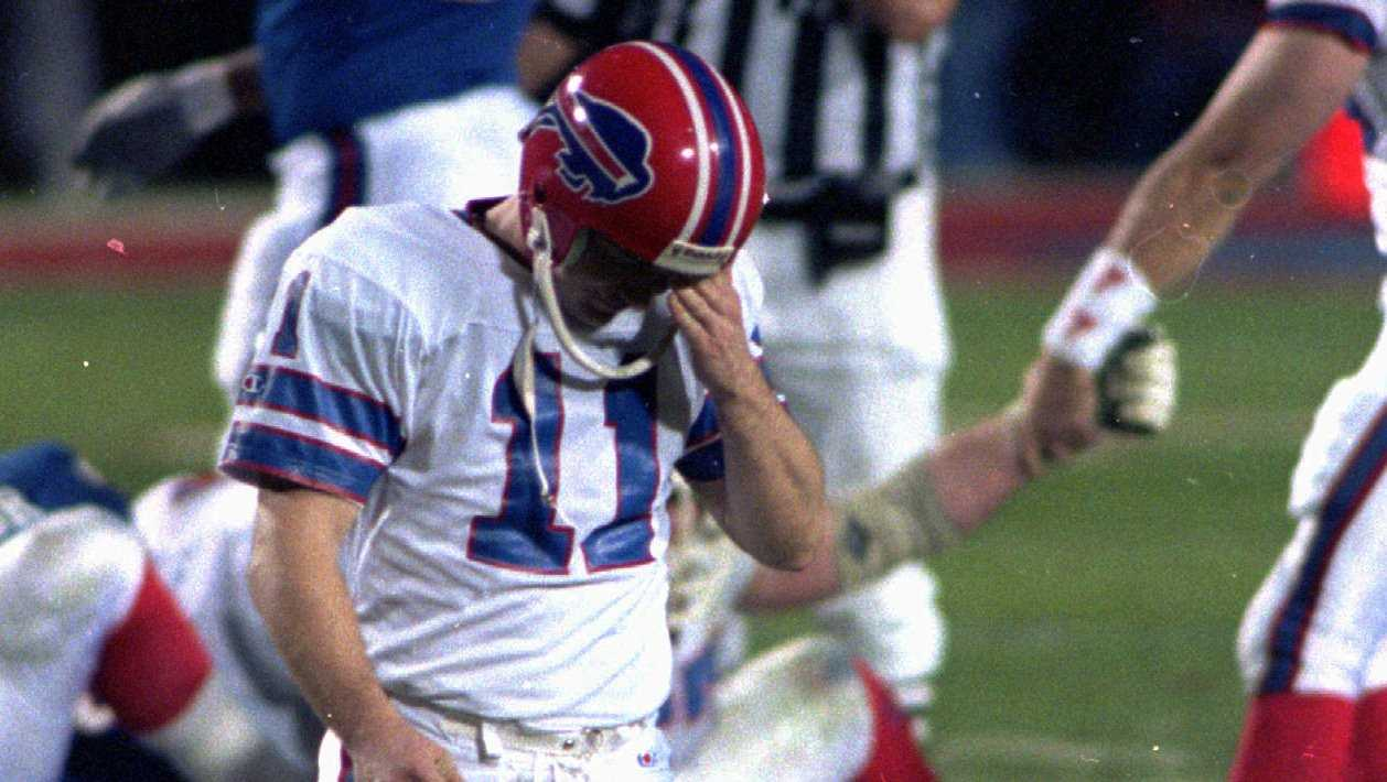 Buffalo Bills kicker Scott Norwood, center, misses the field goal on the last play of the game, clinching the victory for the New York Giants in Super Bowl XXV in Tampa Sunday, January 27, 1991. The Giants won 20-19.