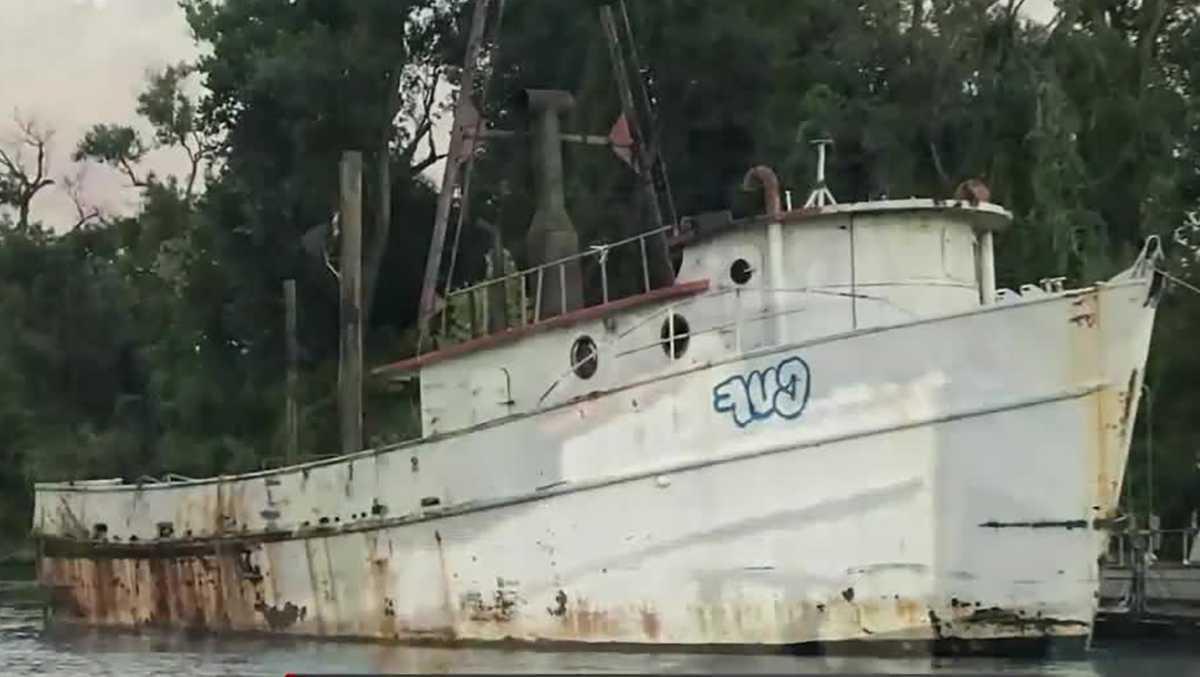Abandoned ship breaks loose, barrels down Sacramento River