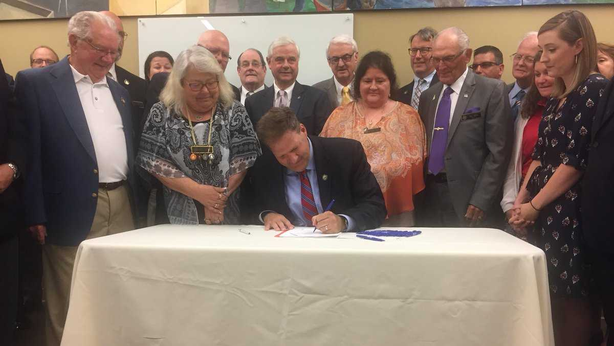 Sununu signs Medicaid expansion