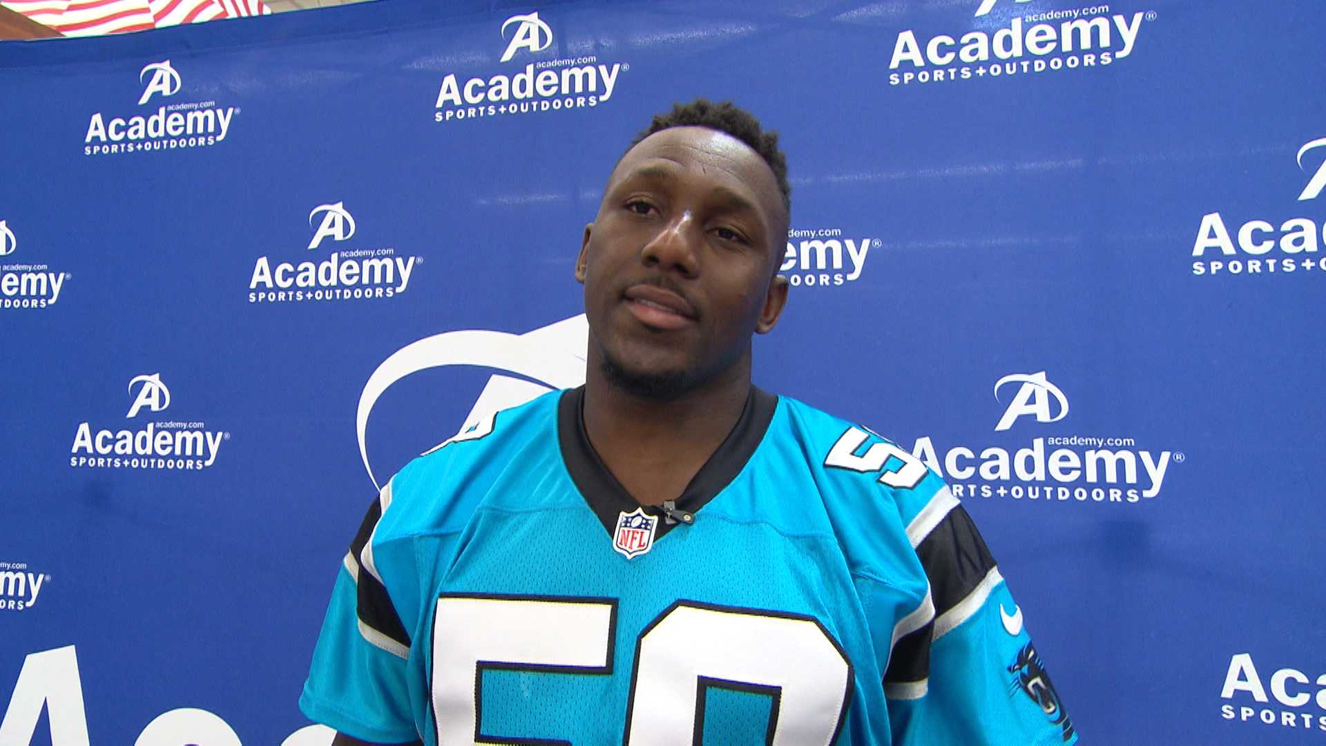 Panthers sign Thomas Davis to extension