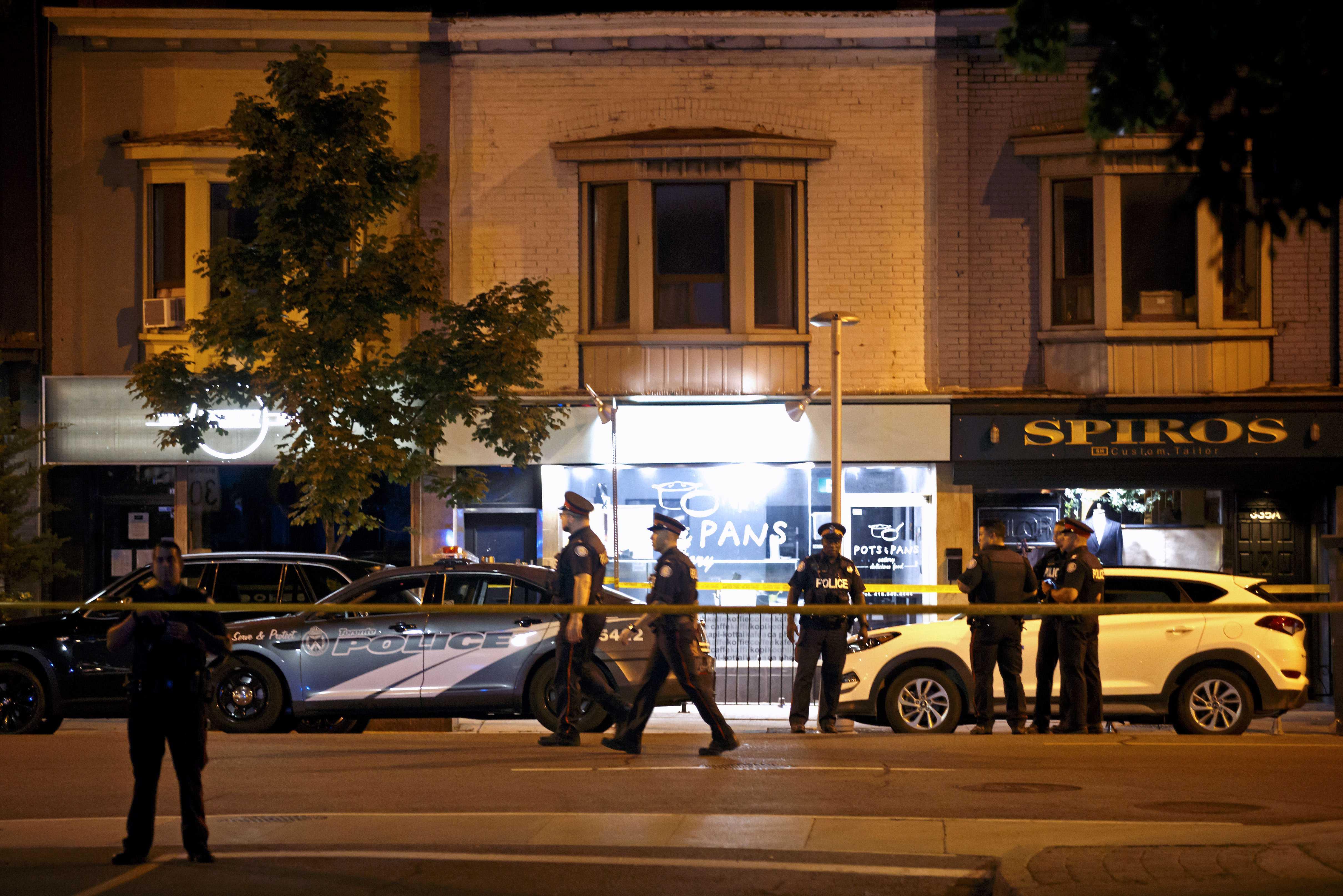 Man firing into Toronto cafes shoots 14 people, killing 1