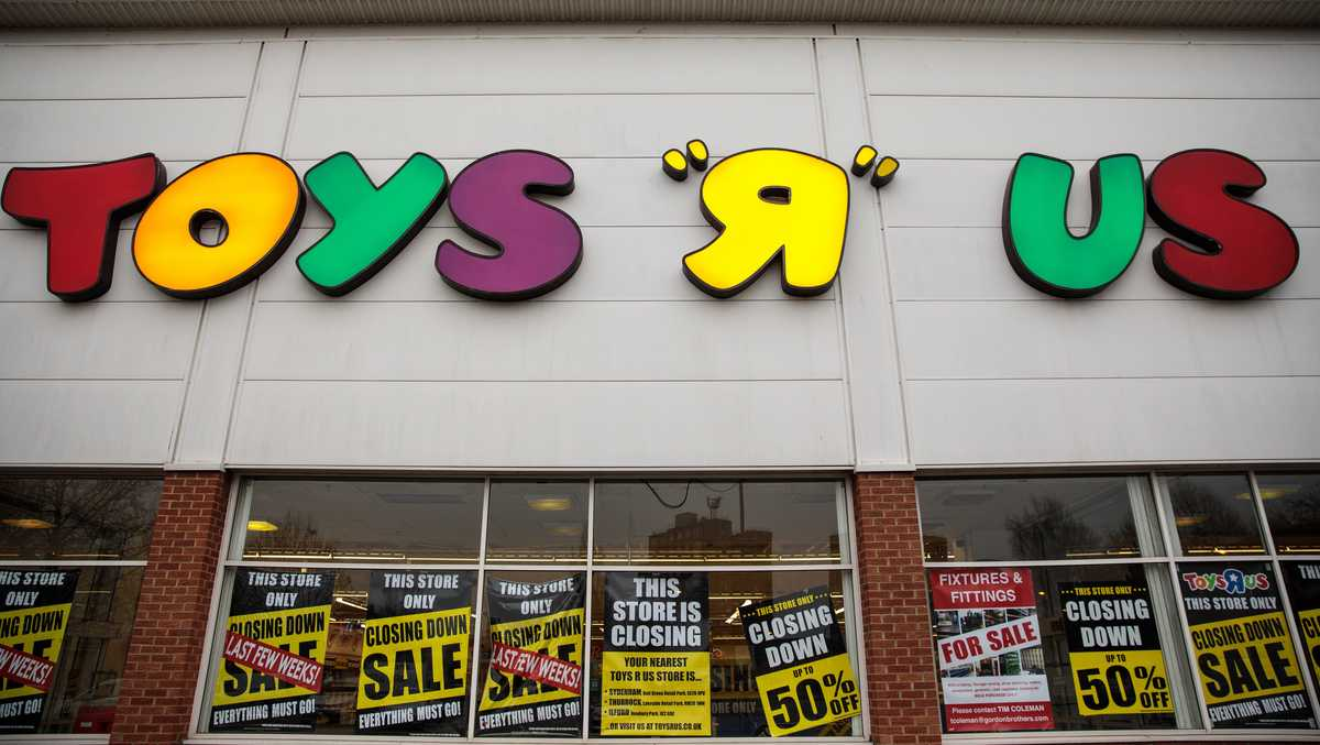 anonymous person buys 1 million in toys for children ahead of toys r us closure. Black Bedroom Furniture Sets. Home Design Ideas