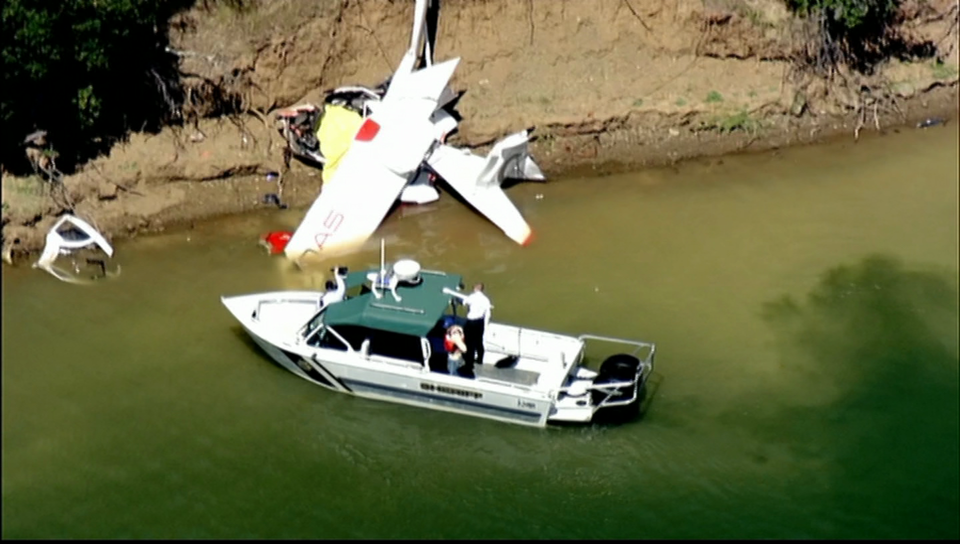 2 killed in small-plane crash near California lake