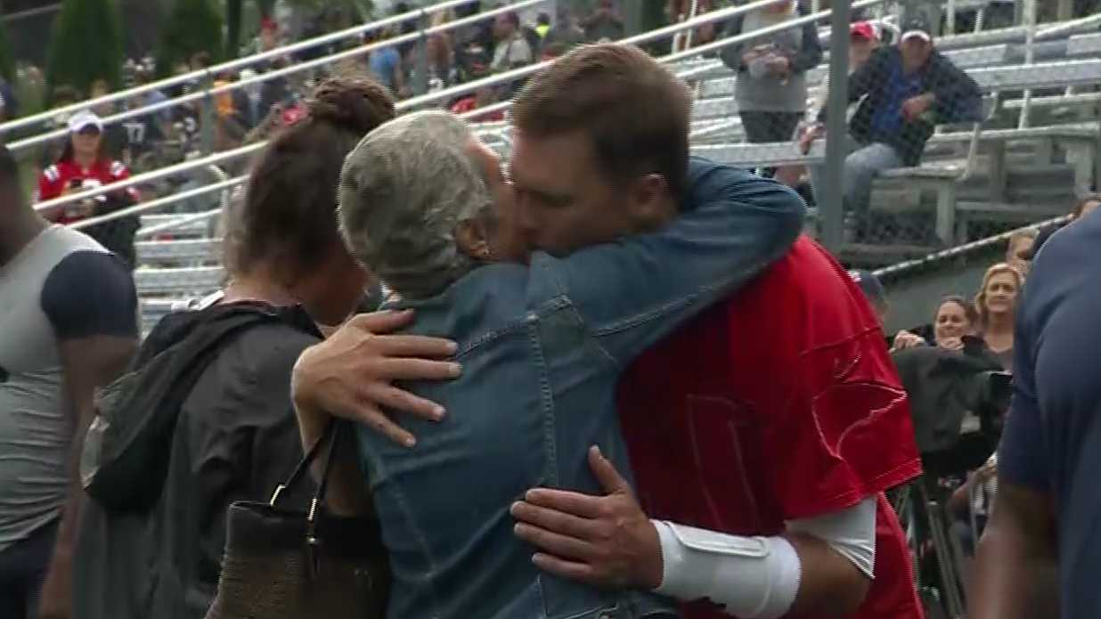 Tom Brady's mother visits training camp
