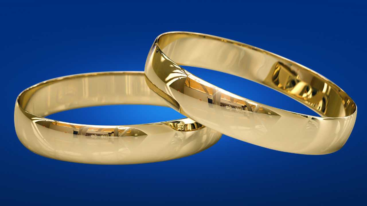 Wisconsin widow reunited with husbands wedding ring