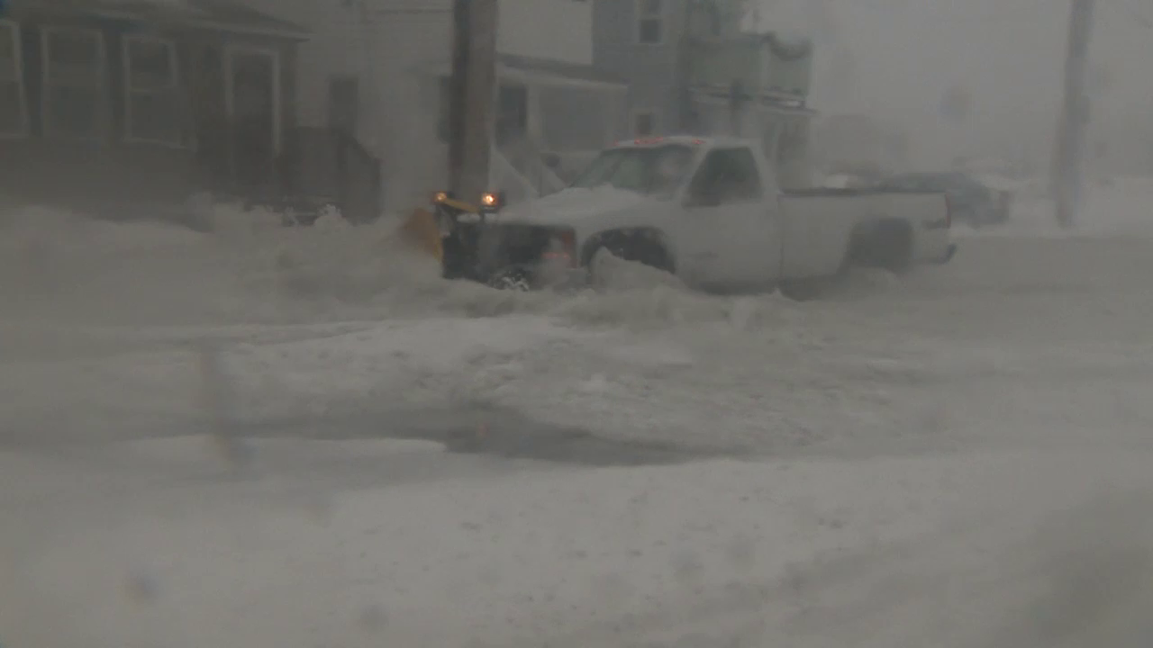 Blizzard warning in effect for the East End as snow approaches
