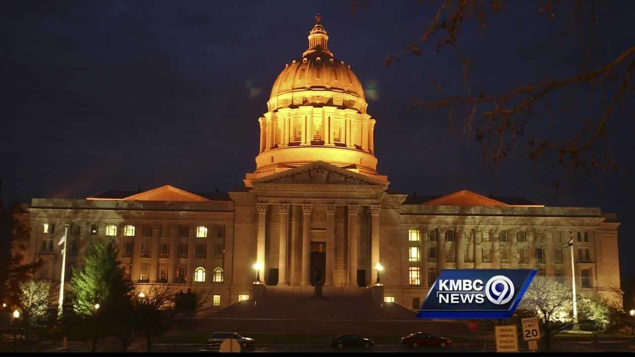Image Missouri Capitol generic night