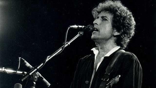 "Bob Dylan captures the country with his peace anthem ""Blowin' in the Wind"""