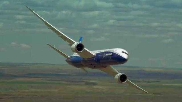 Boeing Shows Off 787-9 Dreamliner's Extreme Manueverability