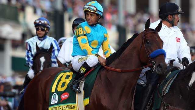 Jockey Victor Espinoza guides American Pharoah in the Kentucky Derby, May 2, 2015