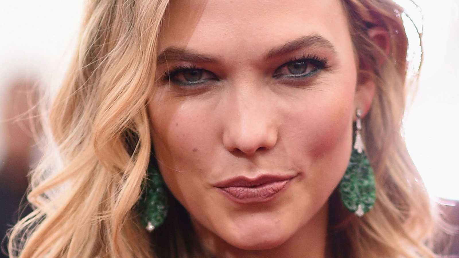 Karlie Kloss' Glam Waves