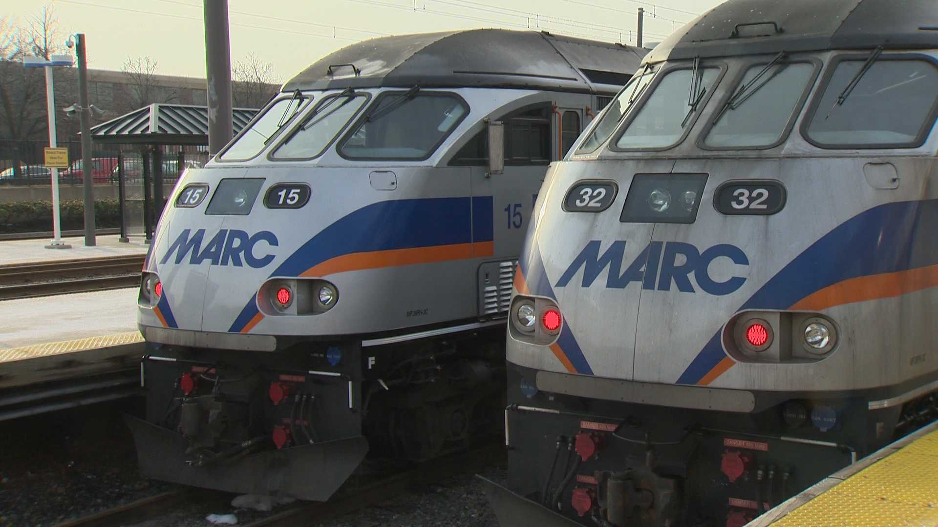 Maryland commuter train strikes, kills pedestrian; line down
