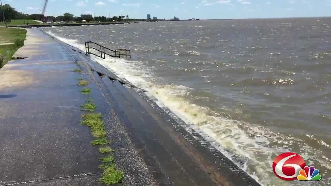WDSU photographer Chip Hornstein provides you with a soothing look at the waves crashing from Lake Pontchartrain.