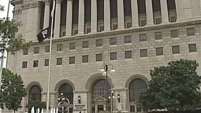 Milwaukee County Courthouse - 28479948