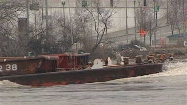 Brian Hamrick talks to a former barge captain about how dangerous the Ohio River can be right now.