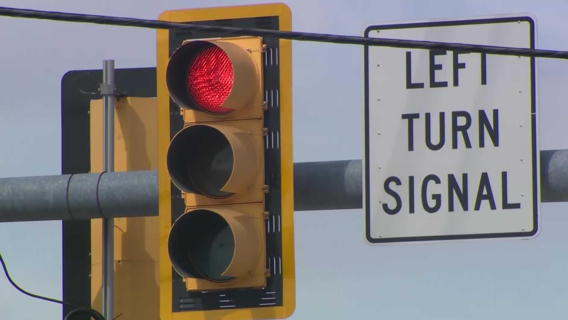 Traffic light, red light, left turn signal