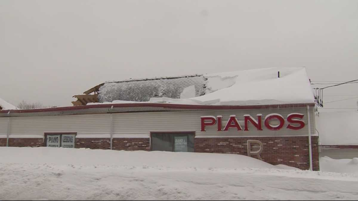 Roof of building housing liberace piano collapses for 3999 roof