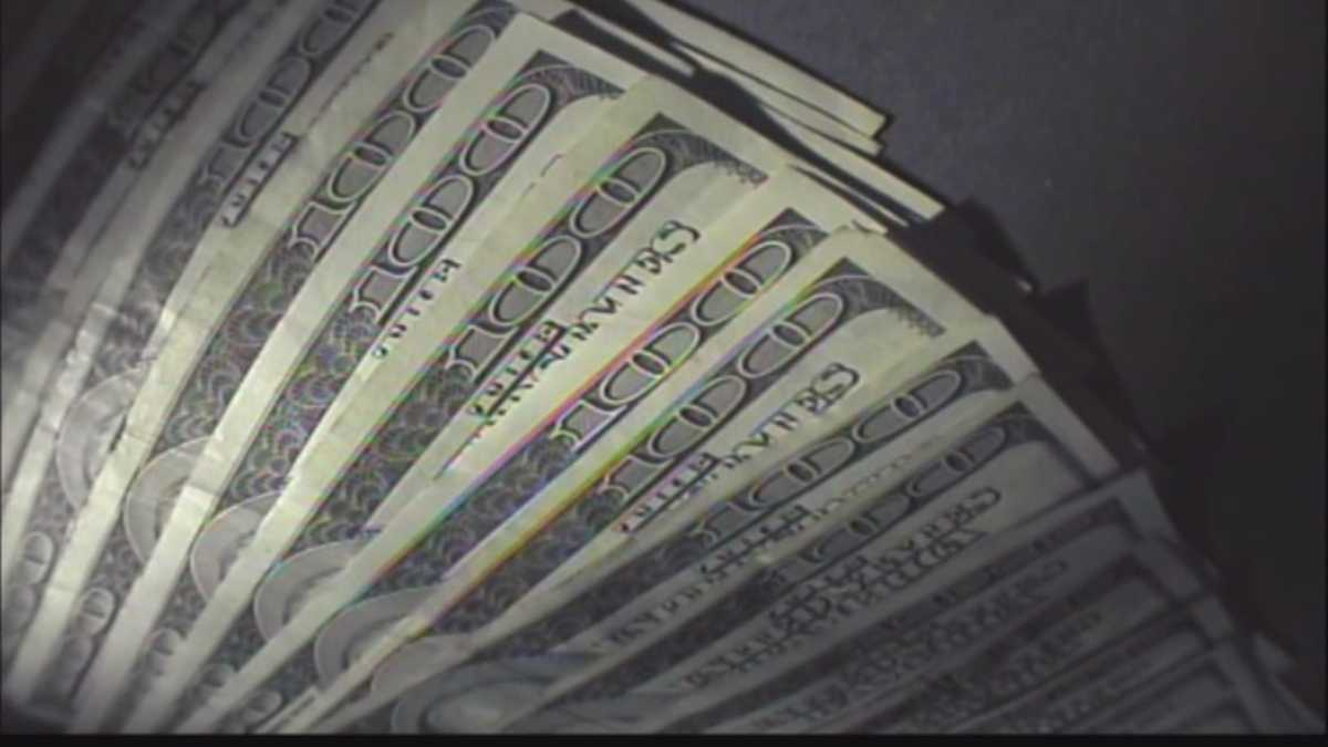 Elderly couple ripped off for more than 800 thousand dollars